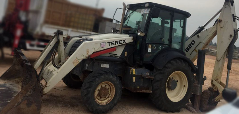 Gambar Backhoe loader Terex